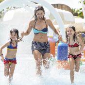 Bianca Rinaldi exibe boa forma de biquíni ao lado das filhas gêmeas em parque
