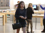 Bruna Hamu, de 'Malhação', usa look curto e deixa pernas à mostra em passeio