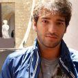 Fabinho (Humberto Carrão) é filho de Irene (Deborah Evelyn) e Plínio (Herson Capri), em 'Sangue Bom'
