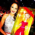 Ticiane Pinheiro posa com a boneca que a filha, Rafaella Justus, ganhou de presente