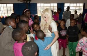 Lady Gaga visita projeto social em Joanesburgo, na África do Sul
