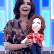 Fátima Bernardes ganha boneca dela mesma de presente de fã: 'Olha, que fofo'