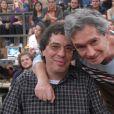 Walter Casagrande esteve no 'Altas Horas', em 2013, e posou ao lado de Serginho Groisman