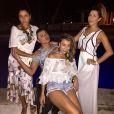 Sabrina Sato e Fernanda Paes Leme posam ao lado de David Brasil na comemoração do aniversário de Ivete Sangalo