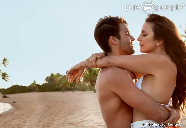Ivete Sangalo e o marido, o nutricionista Daniel Cady, posam na praia do Forte para a revista 'Contigo!' da primeira semana de dezembro de 2012