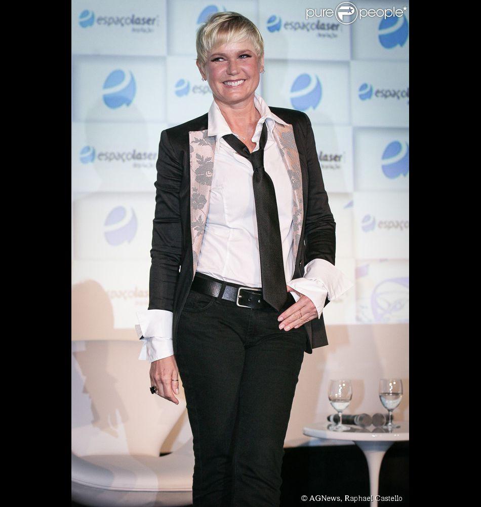 Xuxa não gostava de usar minissaias na Globo: 'Eles pediram que eu voltasse a ter um estilo de roupas mais leve'