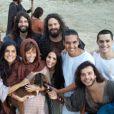 Pérola Faria compartilha em sua conta do Instagram foto dos bastidores da gravação junto a elenco de 'Os Dez Mandamentos', e explica mudança de personagem em entrevista: 'R esolveram dar mais liberdade ao casal Deborah e Bezael'