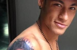 Neymar tatua o rosto da irmã, Rafaella Santos, no braço e recebe críticas