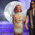 Russel Brand e Katy Perry ainda são amigos e ele a ajudou a superar o fim do namoro com John Mayer
