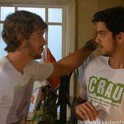Ricardão (Kayky Brito) assedia e tenta beijar Bruno (Rodrigo Simas) em Malhação