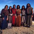 Foram confeccionados 3 mil figurinos: a trama conta com elenco de 100 atores e 500 figurantes