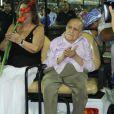 Oscar Niemeyer e a mulher no ensaio técnico da Beija-flor em fevereiro de 2012