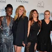 Julia Roberts deixa as pernas à mostra em evento e exibe boa forma aos 47 anos
