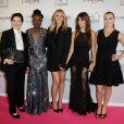 Julia Roberts chamou a atenção ao deixar suas pernas de fora no evento