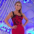 Com look justinho, Eliana optou por um vestido da grife Iorane que imita saia e blusa para o programa do dia 22 de junho de 2015