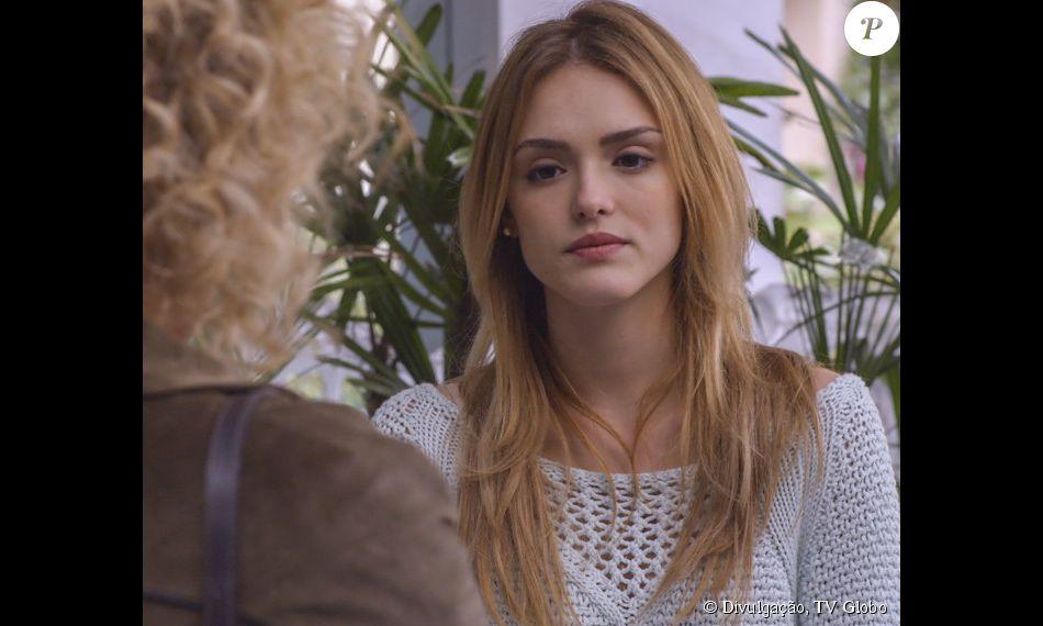Júlia (Isabelle Drummond) reencontra Laila (Maria Eduarda de Carvalho) e conta que conversou e se entendeu com Felipe (Michel Noher), na novela 'Sete Vidas', em 10 de julho de 2015