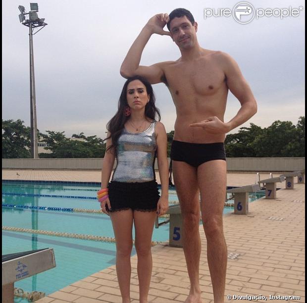 Nem humorada, Tatá Werneck posta foto ao lado do ex-nadador Gustavo Borges e brinca com a diferença de estatura