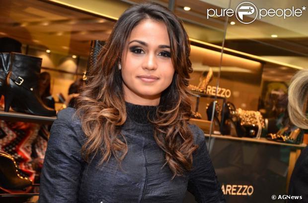 Nanda Costa faz 'detox', dieta que elimina toxinas do organismo, para manter a boa forma no ensaio da 'Playboy', em 25 de junho de 2013