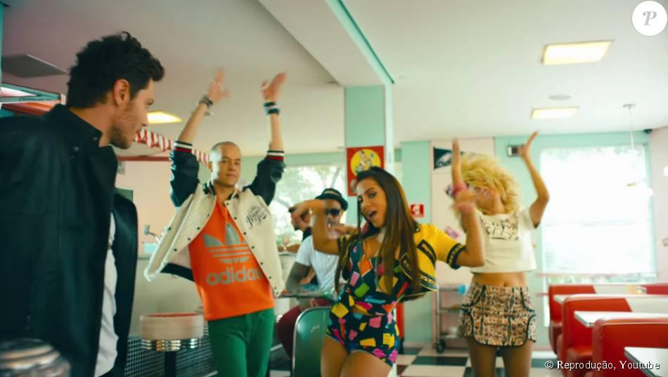 Anitta alcança o primeiro lugar em vendas com a música 'Deixa Ele Sofrer', nesta quinta-feira, 16 de julho de 2015