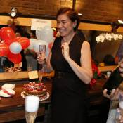 Lilia Cabral ganha festa de aniversário nos bastidores da peça 'Maria do Caritó'