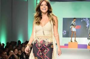 Giovanna Lancellotti mostra boa forma em desfile de moda em São Paulo