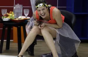 Luana Piovani dá gargalhadas e faz poses divertidas em ensaio da 'Dança'