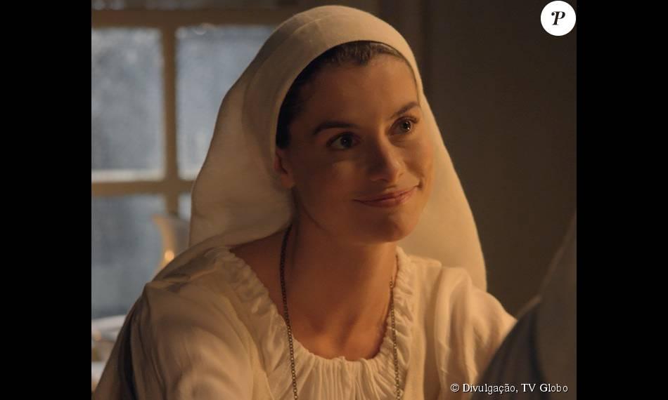 Lívia (Alinne Moraes) diz a Padre Luís (Carlos Vereza) que vai sair do convento assim que Emília (Ana Beatriz Nogueira) recuperar sua saúde, na novela 'Além do Tempo', em 25 de julho de 2015