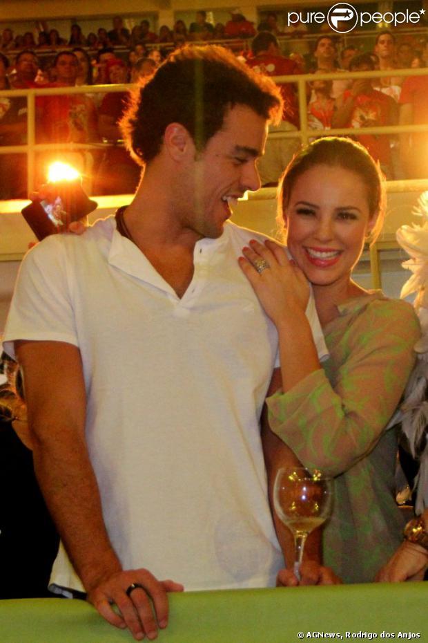 Paola Oliveira e o marido, Joaquim Lopes, curtem o Festivel de Parintins, Manaus, que começou na sexta-feira, 28 de junho de 2013 e vai até hoje (30)