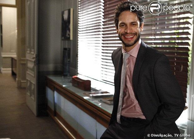 Rainer Cadete estreia em 'Amor à Vida' como Rafael, o jovem advogado de Paloma (Paolla Oliveira), na disputa por Paulinha (Klara Castanho), em 2 de julho de 2013