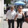 O diretor Mário Meirelles e a atriz Simone Soares compareceram aovelório de Marcos Paulo