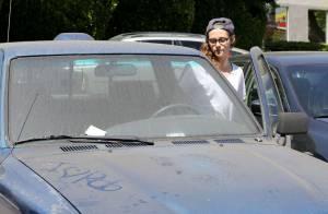 Larissa Manoela  baba  e mostra carro conversível de R  100 mil ... 5351fb0354