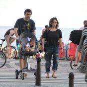 Maria Rita vai à praia de Ipanema com a filha Alice e o marido, Davi Moraes