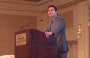 Tom Cruise faz discurso surpresa para formandos de curso de atuação nos EUA