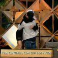 Aryane Steinkopf e Yudi Tamashiro se abraçam