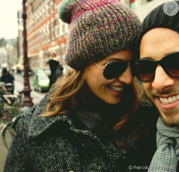 Junior Lima postou diversas fotos da viagem romântica que fez com a namorada