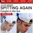 Justin Bieber foi flagrado cuspindo em fãs da sacada de seu hotel em Toronto, no Canadá. De acordo com informações do site 'TMZ', nesta sexta-feira, 26 de julho de 2013