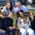 A foto postada pela assessora Piny Montoro mostra os amigos e Guilhermina na comemoração. Na foto, aparecem Paula Burlamaqui e Vera Zimmermann