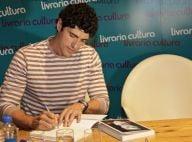 Reynaldo Gianecchini lança biografia em São Paulo com presença de fãs