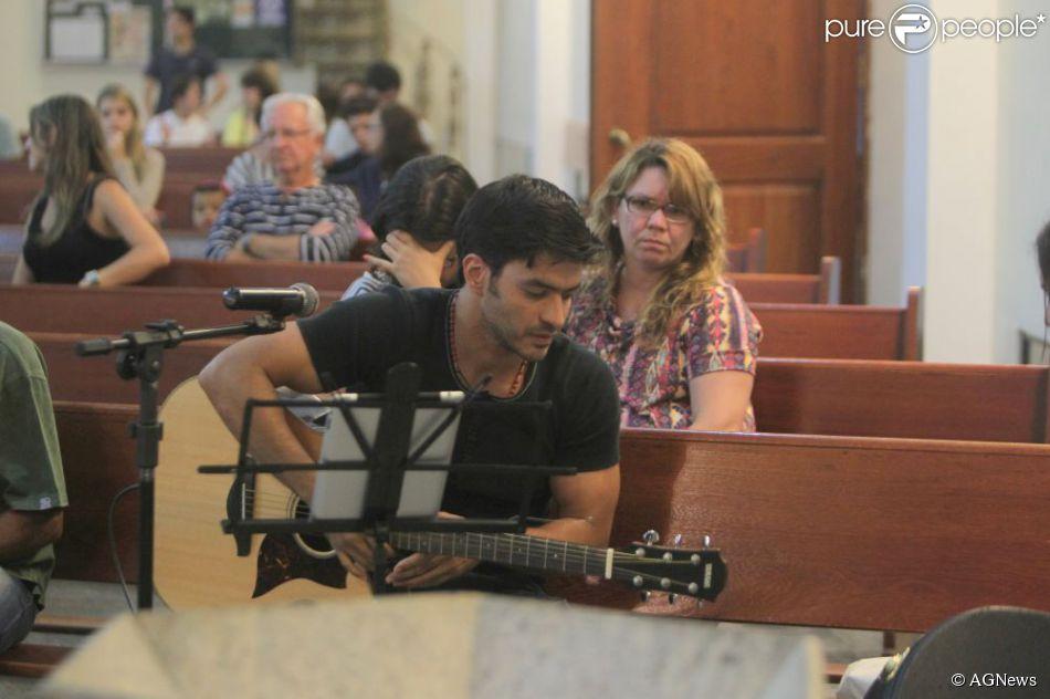Allsyon castro é cantor católico e se apresenta na paróquia São Marcos, na Barra da Tijuca, no Rio