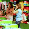 Flávia Monteiro passeia com a pequena Sophia no shopping da Gávea, no Rio de Janeiro, nesta segunda, dia 2 de novembro de 2015