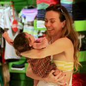 Flávia Monteiro curte passeio com a filha, Sophia, de 4 meses. Veja fotos!