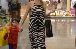 Luana Piovani vai às compras com o filho Dom no Rio. Veja fotos!