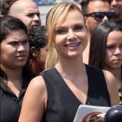 Eliana surge com look discreto e grava programa rodeada de curiosos no Rio