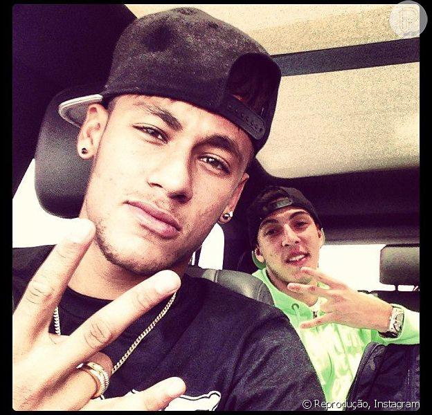 Neymar está de volta ao Brasil; jogador postou foto no Instagram em 13 de dezembro de 2012