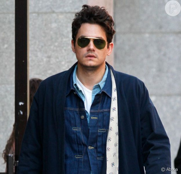 John Mayer fez exigências simples para seu camarim no 'Rock in Rio', noticiou o jornal 'Folha de S. Paulo' desta quinta-feira, 15 de agosto de 2013
