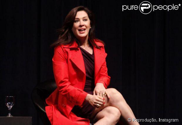 Em conversa com Purepeople, Claudia Raia declarou: 'Não há aliança, são anéis'
