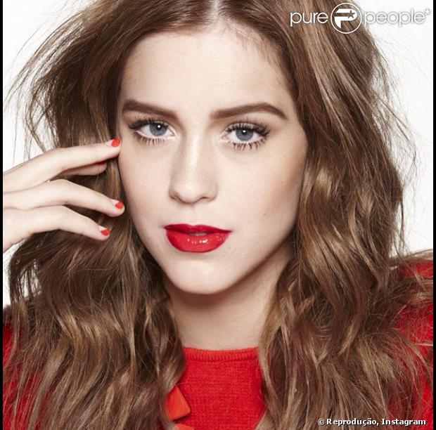 Sophia Abrahão já está ruiva para personagem em 'Amor à Vida'. Segundo fonte do Purepeople, a atriz foi vista no Projac com o cabelo na altura da cintura, avermelhado, liso na raiz e cacheado nas pontas, nesta segunda-feira, 19 de agosto de 2013