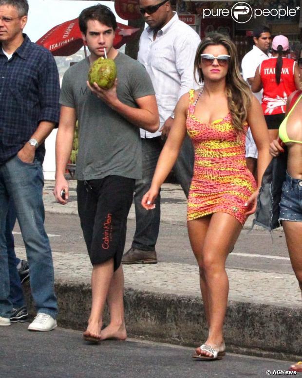 Babi Rossi está grávida de Olin Batista, informou o jornal 'O Dia' desta terça-feira, 27 de agosto de 2013