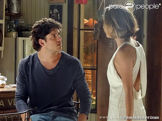 Bento (Marco Pigossi) e Amora (Sophie Charlotte) se desentendem na lua de mel, em 'Sangue Bom'