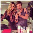 No último dia 23, Danielle Winits postou uma foto ao lado do hairstylist Thiago Fortes usando uma peça muito parecida com o vestido usado no veento desta terça